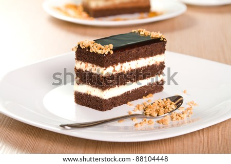 Chocolate cakes with crushed nuts