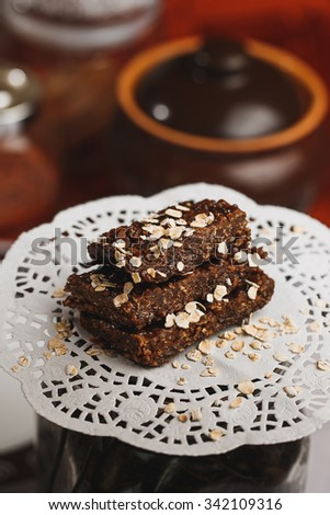 Chokolate cake with oats on the napkin