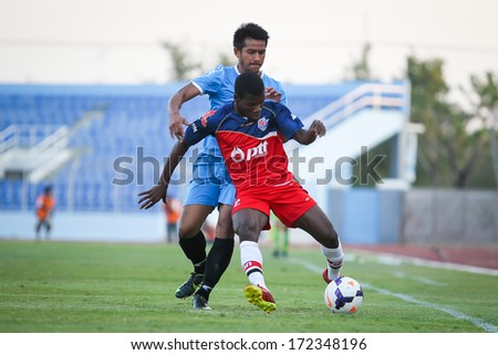 CHONBURI,THAILAND-JANUARY 18:Unidentified player of PTT Rayong and Police's friend FC in action between the game PTT Rayong and Police friend at Chonburi stadium on Jan 18, 2014 in Chonburi,Thailand.