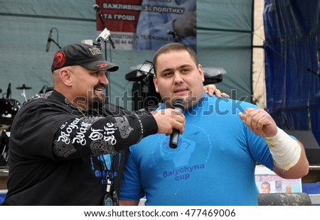 Chortkiv - Ternopil - Ukraine - October 26, 2012. International Cup doubles tournament of strongman Galicia. Moment of the tournament's strongest athletes.