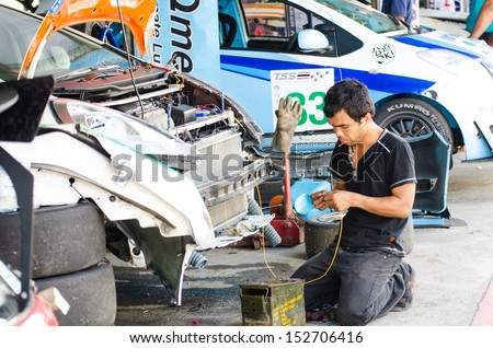 CHOUN BURI - AUGUST 17: Unidentified auto mechanic was repaired car on display at the Thailand Super Series 2013 Race 3 on August 17, 2013 at the Bira International Circuit Pattaya, Thailand.