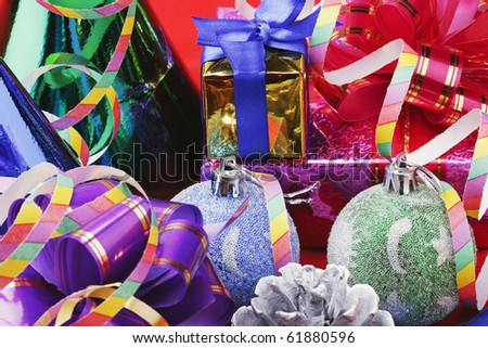 Christmas decorations from balloons and gifts