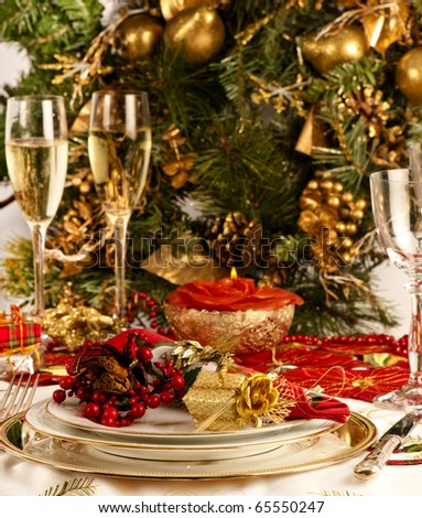 Christmas dinner place setting with christmas table cloth plates