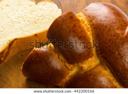 chunks large braided loaf on wooden background