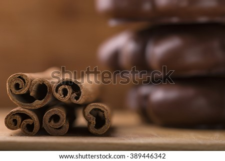 Cinnamon sticks with cookie on wood plate background
