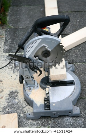 circular saw and some sawdust