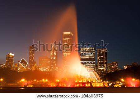 Clarence Buckingham Memorial Fountain in Chicago at night