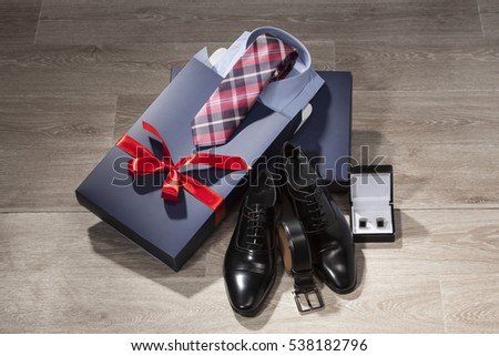 Classic men's shoe, belt, arm buttons, shirt, tie and gift package