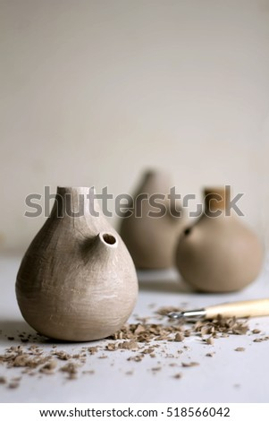 Clay pots. Working process