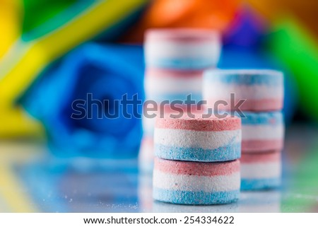 Cleaning objects on saturated background