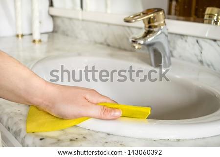 cleans her Bathroom with yellow cloth