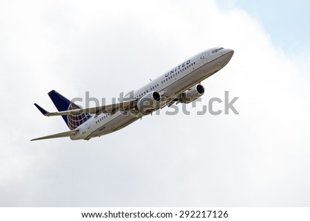CLEVELAND, USA - JUNE 30, 2015: United Airlines Boeing 737-824 at Cleveland Hopkins International Airport.