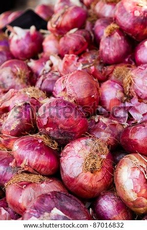 Close-up of a pile of fresh red onions