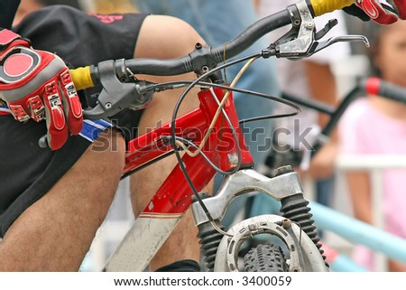 Close up of the handlebars of a mountain bike