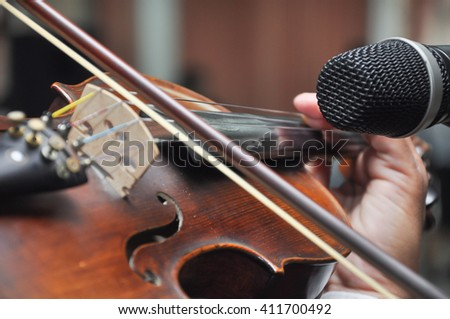 Close up photo of man playing violin, Select focus with shallow depth of field