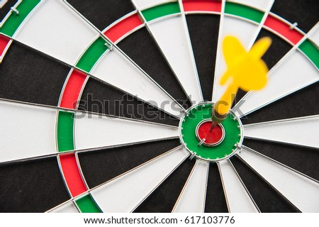 Close yellow dart on target right frame