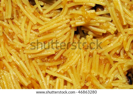 closeup of a bowl of spanish noodles freshly made