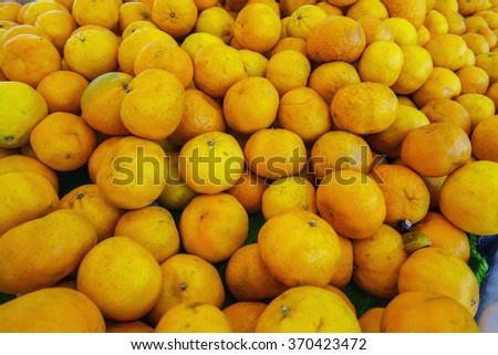 Closeup of oranges on a market