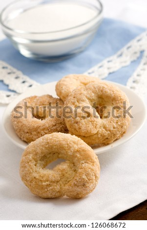 closeup shoot of sweet taralli over a wooden table