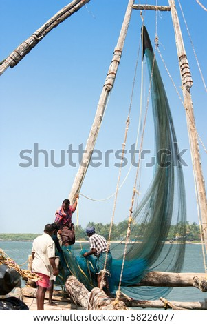 COCHIN, INDIA - FEBRUARY 02 : Fishermen collect their catch from traditional Chinese fishing net on the beach in Cochin , February 02, 2009 ,Kerala,  India.
