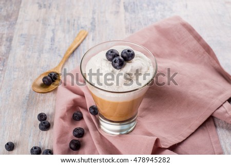 Cocoa with blueberries