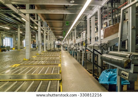 COLOGNE / GERMANY - OCTOBER 22 2015 : Unload system waits for parcels