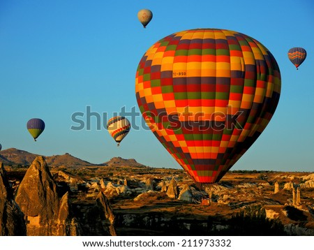 Colorfil hot air ballons fill the sky of goreme, Turkey