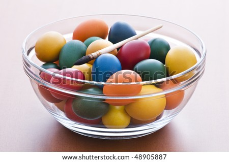 Colorful easter eggs in big bowl close up