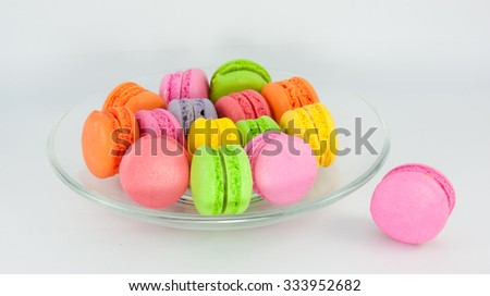 Colorful of mini macaroons serve in transparent dish on white background