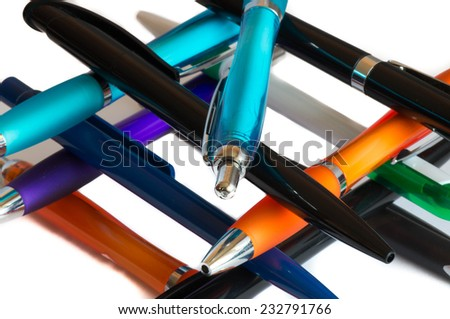 Colourful pens on on ech other
