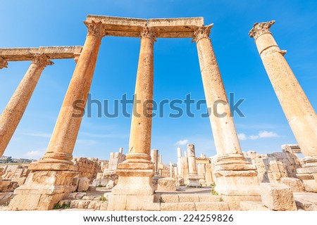Columns of Cardo Maximus in the ancient Jordanian city of Jerash, Jordan.