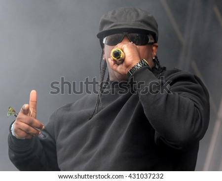 Common People - May 29 2016:  Hip Hop rappers the Sugarhill Gang performing in dry ice haze live on the main stage at Common People Southampton Festival, Southampton, May 29, 2016 in Hampshire, UK