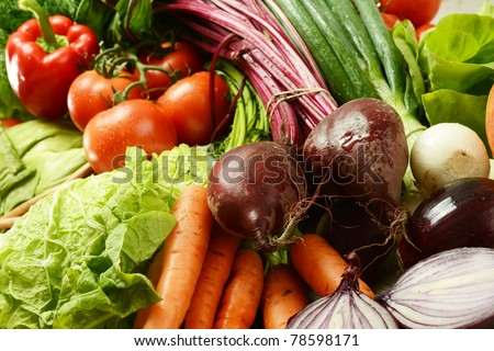 Composition with fresh raw vegetables