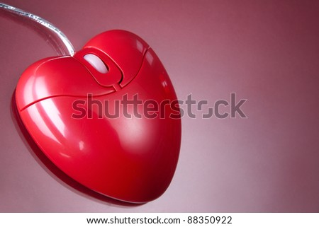 Computer mouse in form of heart in isolation - stock photo