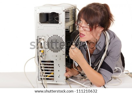 confuse woman trying to plug a cable in computer