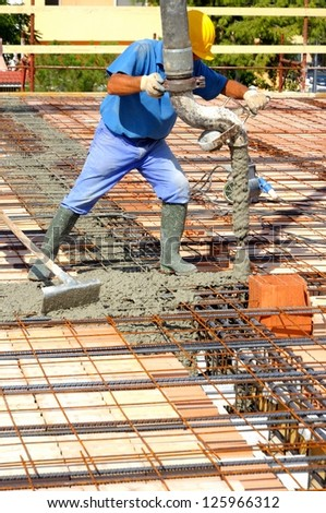 Construction site - Floor above joists in precast prestressed concrete  Concrete casting to completion until the realization of a screed of appropriate thickness