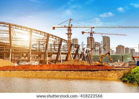Construction sites, steel structures and cranes under the blue sky.
