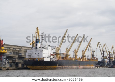Container cranes for loading and unloading ships