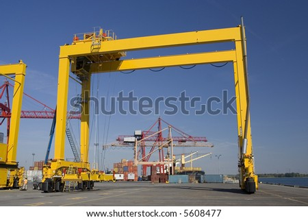 Containers and container cranes in a major port