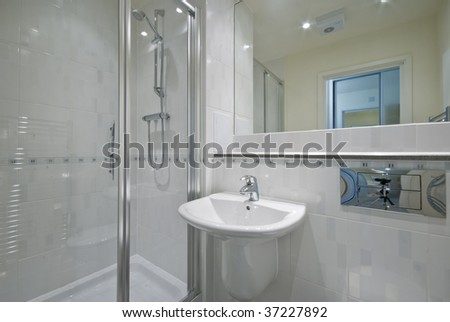 contemporary luxury suite bathroom