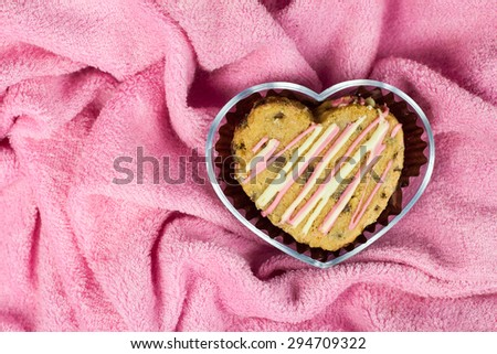 Cookie in heart shape In a clear box on pink cloth