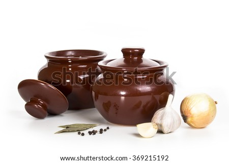 cooking clay pots with onion and garlic