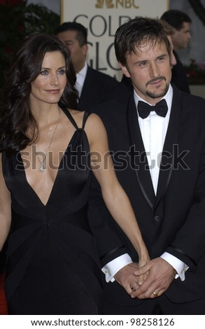 COURTENEY COX ARQUETTE & husband DAVID ARQUETTE at the Golden Globe Awards at the Beverly Hills Hilton Hotel. 19JAN2003.  Paul Smith / Featureflash
