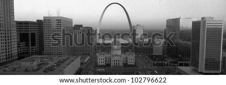 Courthouse & Memorial Arch, St. Louis, Missouri - stock photo