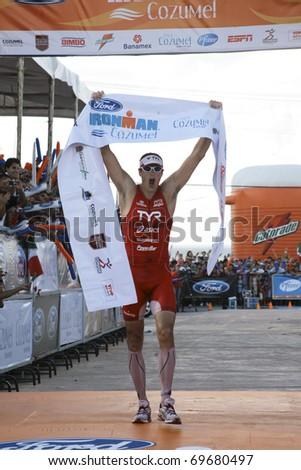 COZUMEL, QUINTANA ROO / MEXICO- NOVEMBER 28: Ironman semifinal on 28 November 2010, in Cozumel, Quintana Roo, Mexico. 1st place winner, Andy Potts - stock photo