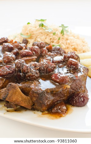 Cranberries and ginger sweet-sour pork ribs