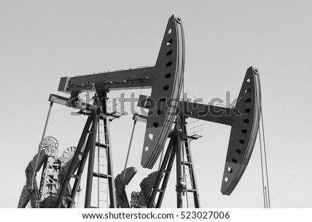 crank balanced beam pumping unit in the oilfield