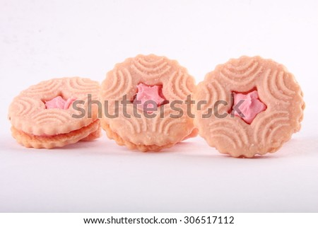 Cream biscuits  with strawberry flavor.