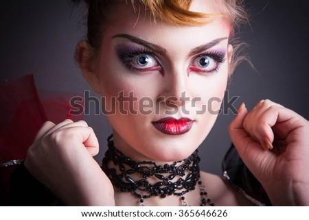 Evening makeup for black dress