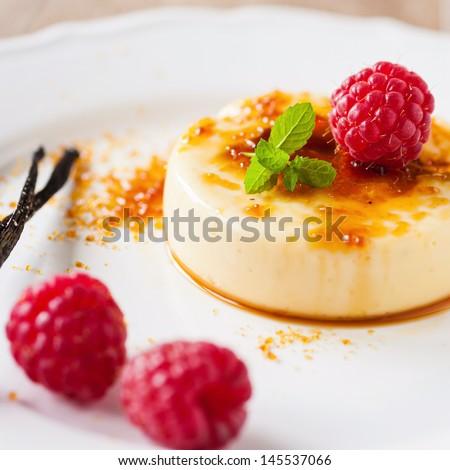 creme brulee - stock photo